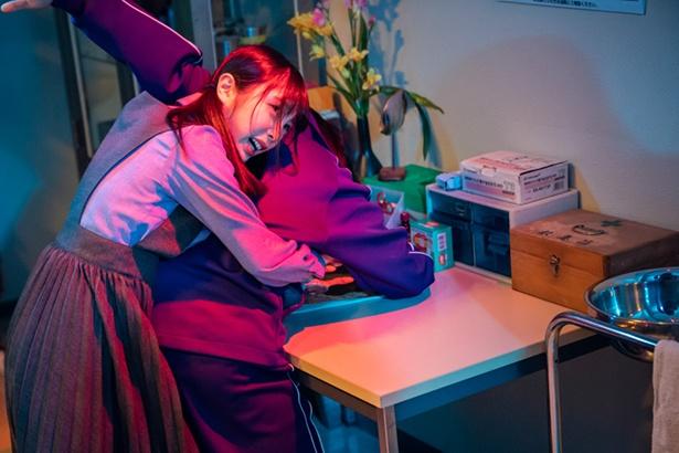 【写真を見る】与田祐希演じる甲斐聖が必死の形相/「ザンビ」第5話より