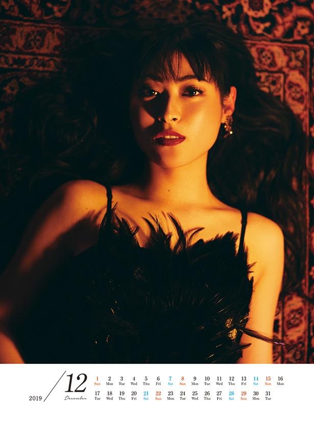「瀧本美織カレンダー2019.4-2020.3」より