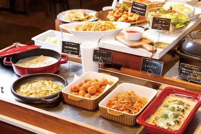 「大地のレストラン」では美容と健康がテーマの料理やデザートが食べ放題!(中学生以上60分1750円ほか)