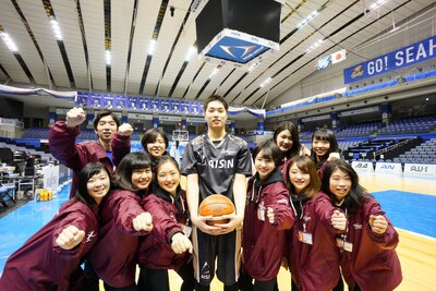 愛知学院の大学生がプロデュースする2日間。中央は岡田選手。まだ20歳!