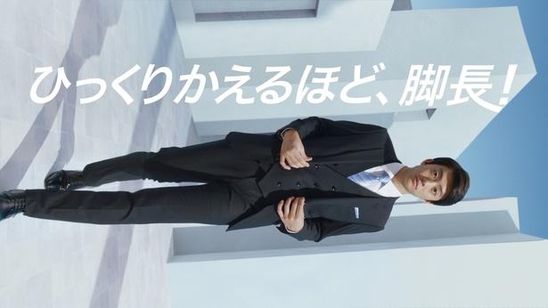 CMでは、伊藤健太郎が横向き画面で迫ってくる!