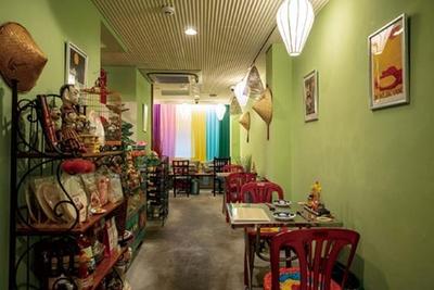 2階にはテーブル14席と掘りごたつ式6席がある/ベトナム料理 コムゴン 京都