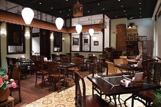 店奥から、ベトナム家庭の室内、テラス、庭をイメージした空間/ベトナム料理 インドシナ