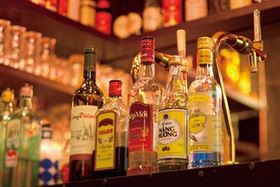 豊富なベトナム焼酎のほか、ベトナムワイン(フルボトル1800円)も/HA LANG SON