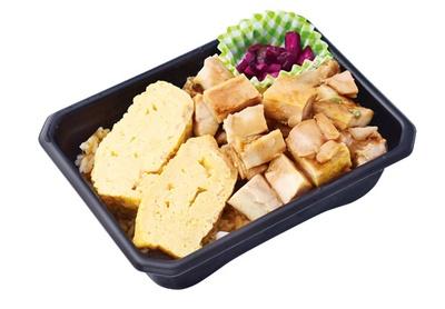 鶏だし巻弁当(972円)。80年以上の歴史を持つ老舗のだし巻きが絶品/DELICA STATION