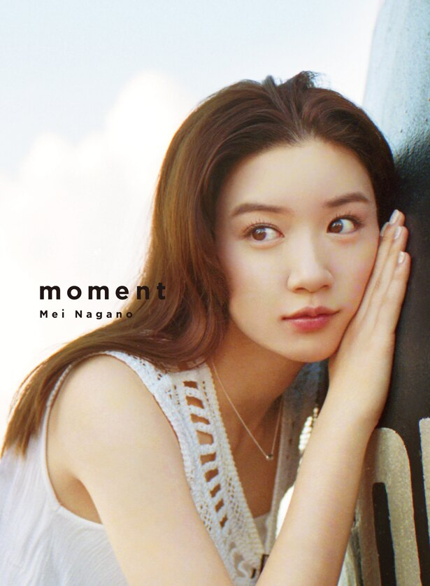 3月5日(火)発売の永野芽郁1st写真集「moment」の表紙