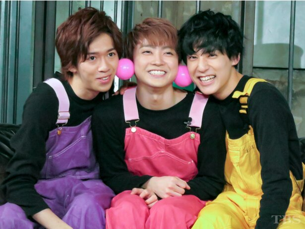 【写真を見る】「ハガメン!mini」初代メンバーの3人。仲の良さが伝わってくる!