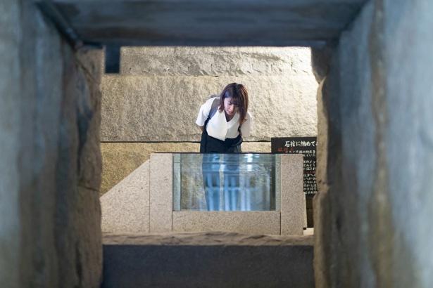 【写真を見る】ピラミッド内には1000年後に開ける石棺のタイムカプセルがあり、南極の石などを保存しているとか