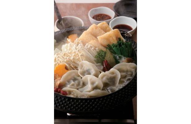 「三年ぶた蔵(ぞう) 池袋豚舎(とんしゃ)」では薬膳白湯スープのコクと、モチモチとした餃子を堪能できる!