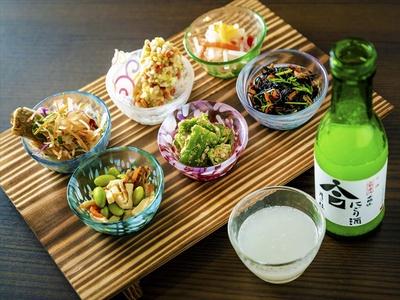 【画像を見る】これぞ京都! おばんざい6種&お酒の「ちょい飲みセット」