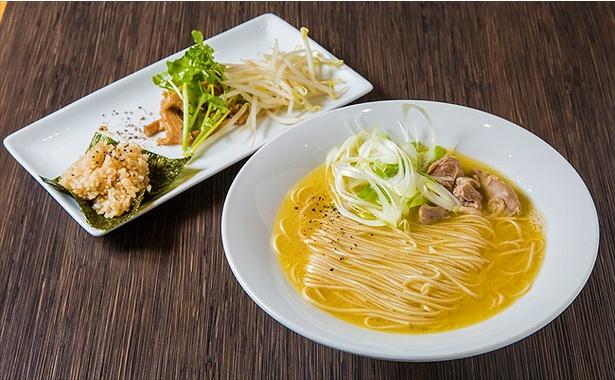 【画像を見る】濃厚な鶏の旨味があふれ出す!「福島鶏白湯」