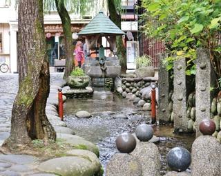 春に訪れたい!水の都の古い街並みと、静かで清らかな川のせせらぎに癒される岐阜県「郡上八幡城下町」