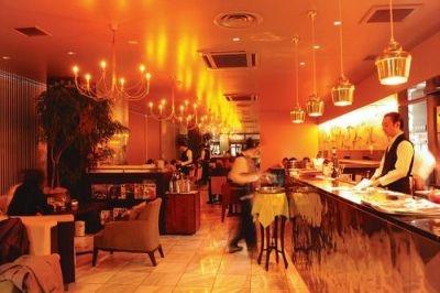 アートに触れる夜お茶スポット/ZEL CAFE/GALLERY(ゼルカフェ/ギャラリー)