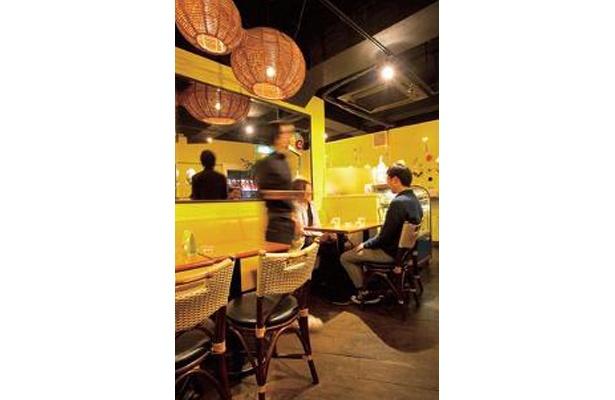 月替りのカレーやデザート風ドリンクなど、夜でもカフェメニューが充実/CoCoLo cafe(ココロカフェ)