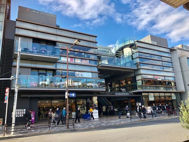 上野駅周辺の商業施設。グルメも充実している/上野恩賜公園