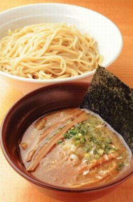 つけ麺300g ¥950 「ラーメンゼロ」のスープをベースにした特製つけ麺。濃厚な風味のタレが好みならこちらをセレクト/ラーメンゼロ