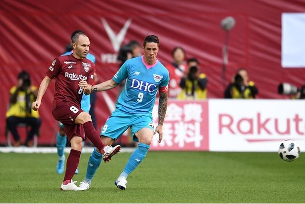 【写真を見る】イニエスタ(神戸)とトーレス(鳥栖)のマッチアップは今季も注目
