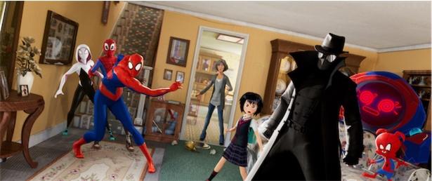 歪められた時空から集まったスパイダーマン6人が集結!