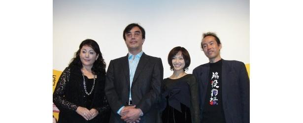 初日舞台挨拶に登壇した、左から、松坂慶子、益岡徹、永作博美、緒方篤監督