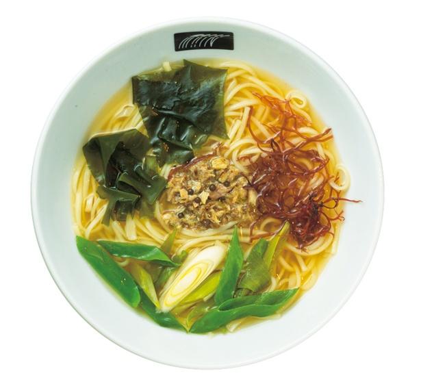昆布・混合節ダシ×ブラックペッパーなどを使ったペッパー燻製鯖うどん(1000円)/UDON MAIN
