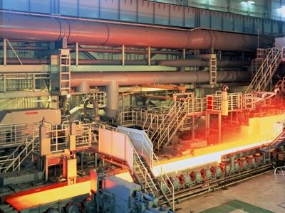滅多に入れない製鉄工場。工場萌えの人は、ドキドキ!