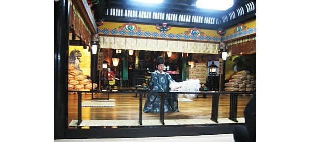 亀田製菓は11月下旬に白山神社に商品を持ち込んで祈祷した