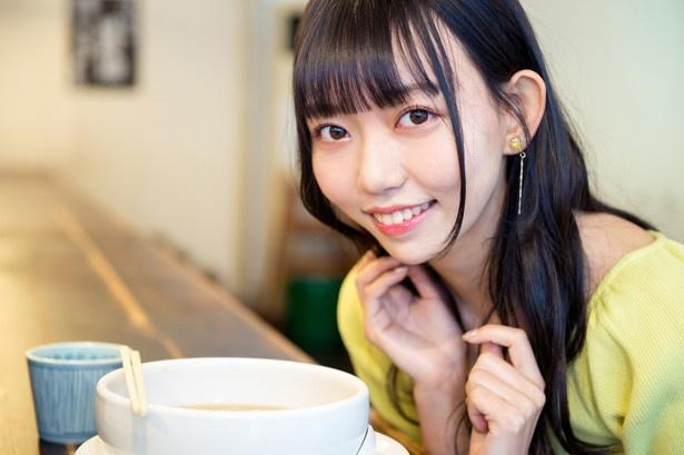人気連載「SKE48のふぅふぅ女子♥」のスピンオフ企画として、「メンバーとおいしいラーメンを食べた~い♥」を勝手に妄想しちゃいました!今回の彼女はチームSの野島樺乃ちゃん♪