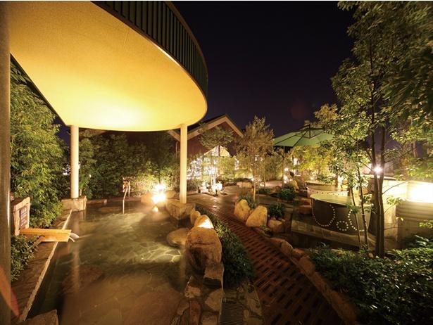 月がモチーフの半月湯 / 宗像王丸・天然温泉やまつばさ