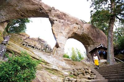 自然が生み出した神秘的な巨岩がそびえ立つ / 眼鏡岩公園