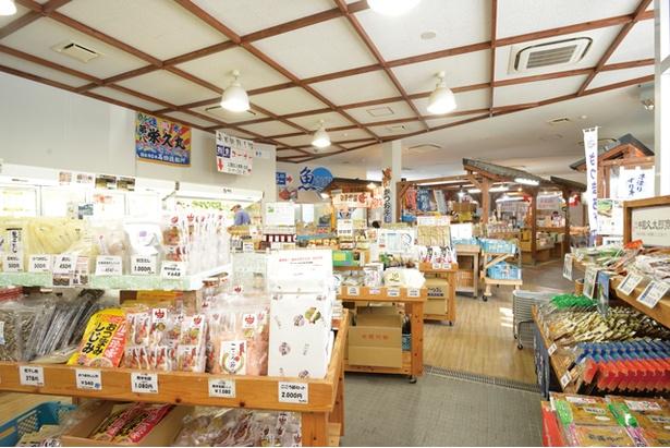 地元で捕れた魚や農作物を販売する物産館 / 道の駅山川港活お海道
