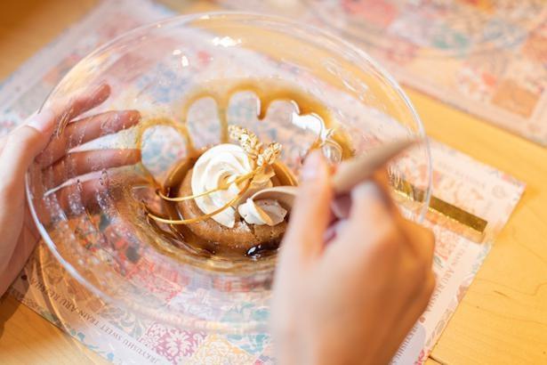「スープスイーツ」は、「鹿児島県産の黒糖と佐賀県産の麦茶のサバラン」(一例)
