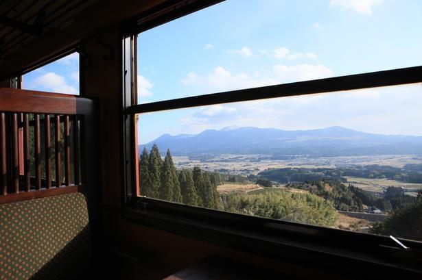 「日本三大車窓」の1つに数えられる矢岳─真幸区間の風光明媚な景色