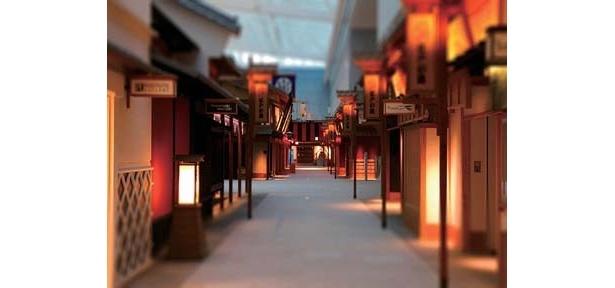 """まるでタイムスリップしたみたい! 「羽田空港新国際線旅客ターミナル」の4Fには、江戸の町並みを再現した""""江戸小路""""と、飲み屋街をイメージした""""江戸前横丁""""がある"""
