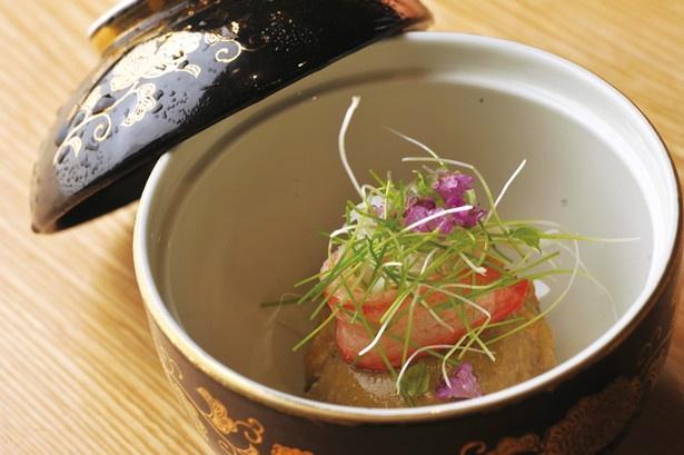 エビイモの中にたっぷりのカニが入った、海老芋の蟹団子蟹味噌あんかけ