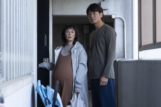 【写真を見る】佐藤仁美と永井大の夫婦ショット!