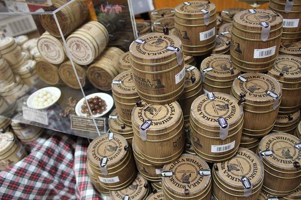木樽入りコーヒービーンズチョコなど、限定のお土産がいっぱい