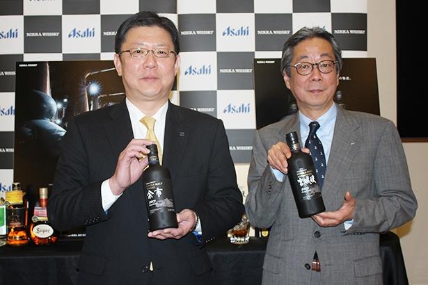 発表会に登場した洋酒・焼酎マーケティング部長の奥田大作氏(写真左)と、チーフブレンダ―の佐久間正氏(同右)