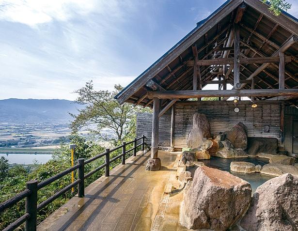 原鶴温泉 ビューホテル平成 / 女性用の展望露天風呂からは、耳納連山も見渡せる