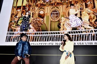 写真家・熊切大輔さんとカメラについてトークセッションを行う安田愛里さん(ラストアイドル)