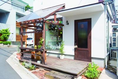 大倉山駅からもアクセスしやすい、カフェのような外観が目印