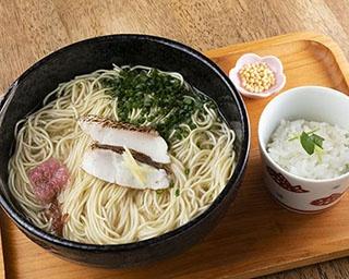 鯛の祝いSOBA 950円+鯛茶漬け50円、昼夜各15杯限定。当日は「自家製創作タピオカ」がトッピングされる