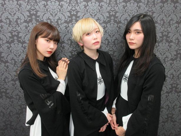 EMPiRE(左からMAHO EMPiRE・MAYU EMPiRE・YU-Ki EMPiRE)
