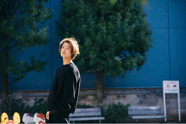 ドラマや映画を中心に活躍する塩野瑛久。出演ドラマ「PRINCE OF LEGEND」のBlu-ray&DVD が発売中