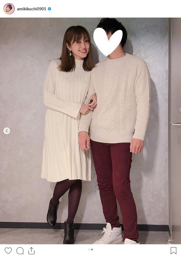 【写真を見る】腕を組み、アツアツぶりを見せつける菊地亜美夫妻