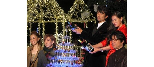 シャンパンタワーも用意され、クリスマス感満載のイベントとなった東京タワーのイルミ点灯式