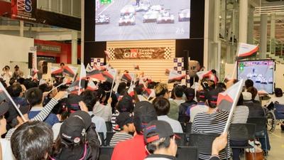 パブリックビューイングの様子。トヨタ悲願のル・マン24時間レース優勝した時は大いに盛り上がった