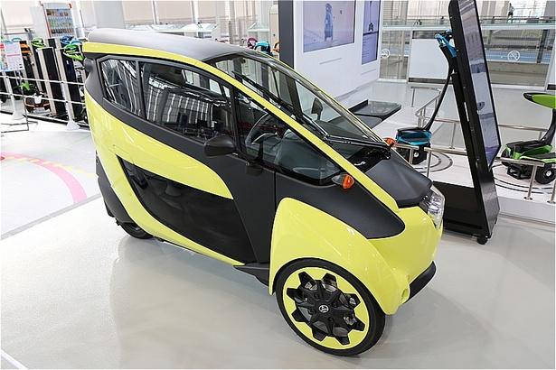 新しい都市交通を提案するパーソナルモビリティ「i-ROAD」