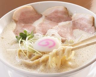 鶏中華そば(780円)。スープを飲み干せるほど優しい味わいに仕上がっている