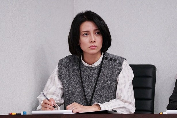 「坂の途中の家」の場面写真が解禁。柴咲コウ演じる理沙子は、補充裁判員として裁判に参加する