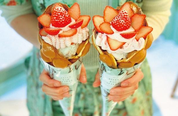 【写真をみる】イチゴがたっぷりとのった人気メニューのストロベリーブーケ(1320円)/ASIAN RAD AFTERS